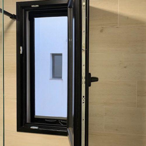 ventana aluminio cortizo abatible herraje G-U